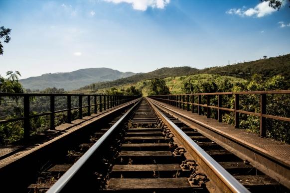 train-tracks-into-distance-1493549798TvG