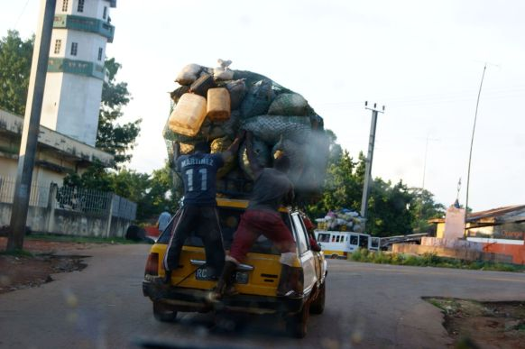 Flickr_-_stringer_bel_-_Overloaded_car_in_west_Africa